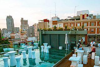 Abierto por vacaciones en Madrid en agosto 7/8: una terraza coctelería y dónde comprar el pan