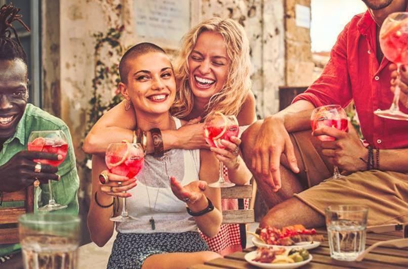 Martini celebra el Día Internacional de la Amistad