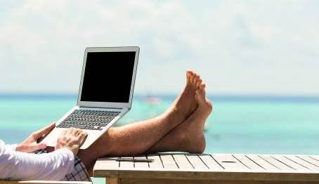 La importancia de proteger la identidad digital en verano: 5 claves
