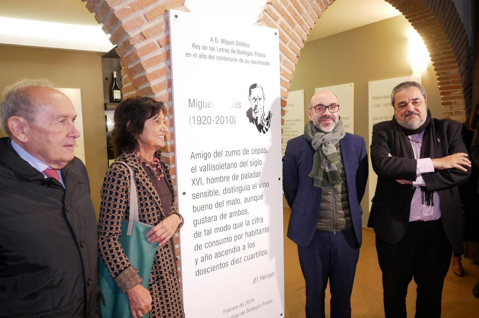 """El """"Año Delibes"""" da su pistoletazo de salida en la Ribera del Duero, coronando al célebre escritor como """"Rey de las Letras"""" en Bodegas Protos"""