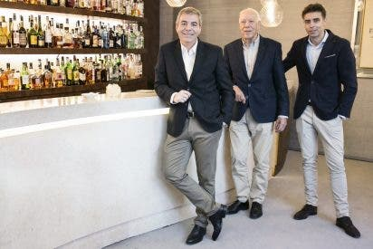 Castro y González se une al programa intergeneracional de compañía, Adopta Un Abuelo