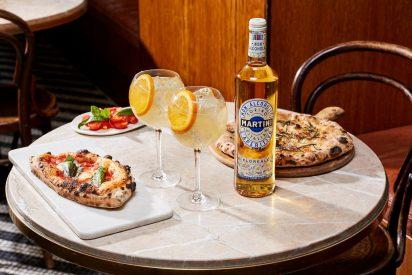 La emblemática firma italiana Martini recoge toda su esencia en dos nuevos aperitivos sin alcohol, Floreale y Vibrante