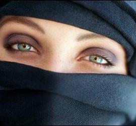 El velo islámico utilizado por una mujer.