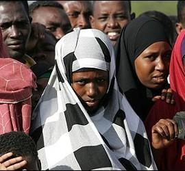 Mujeres que huyen de Somalia.
