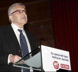 El ex fiscal Anticorrupción Carlos Jiménez Villarejo en el acto  convocado por UGT y CCOO en apoyo a Garzón.