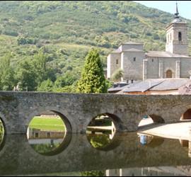 El puente romano de Molinaseca, en el Camino de Santiago a su paso por El Bierzo.
