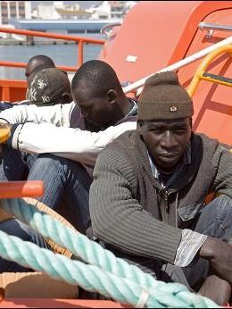 Inmigrantes en una patero.