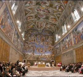 Vista general de la Capilla Sixtina durante una ceremonia de bautizo presidida por el papa Benedicto XVI en Ciudad del Vaticano.