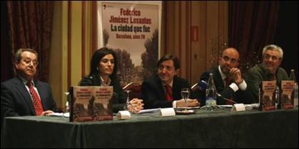 Javier Rubio (i), junto a Maite Nolla, Losantos, Daniel Sirera y Amando de Miguel