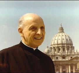 Arrupe, con el Vaticano al fondo
