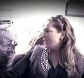 Raquel Bollo durante un enfrentamiento con un amigo de su ex marido en 'Sálvame'.