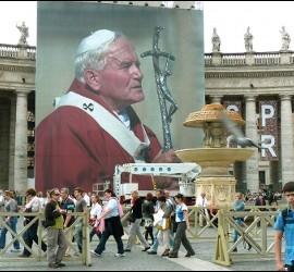 Foto de Juan Pablo II en la plaza