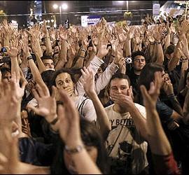 Manifestantes indignados en la Puerta del Sol.