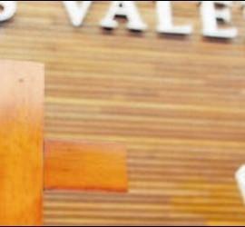 El crucifijo, en la mesa presidencial de las Cortes Valencianas