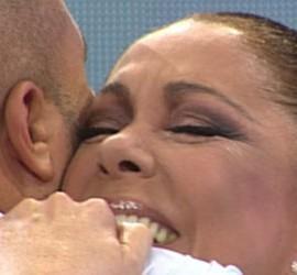 Isabel Pantoja abraza a su hijo, Kiko Rivera.