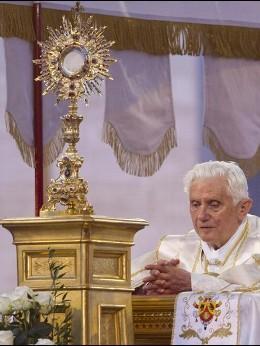 BXVI eucaristia