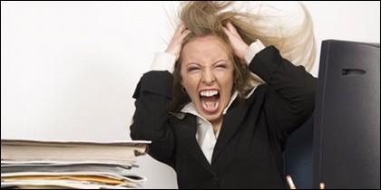 Mujer, familia, trabajo, sueldo y estrés.