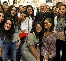 Osoro, con los jóvenes de la JMJ en Valencia