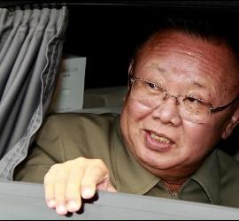 <p>El líder de Corea del Norte, Kim Jong-il, esta semana tras reunirse con el presidente de Rusia, Dmitri Medvedev. EFE</p>