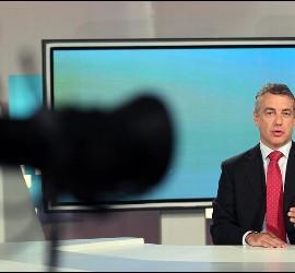 El presidente del PNV, Iñigo Urkullu, durante una entrevista en el plató de TVE.