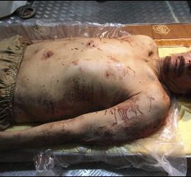El cuerpo sin vida de Gadafi.