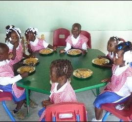 Tres a os del terremoto de hait solidaridad for Como mantener silencio en un comedor escolar