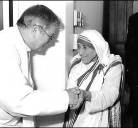 Madre Teresa y el padre Mcguire