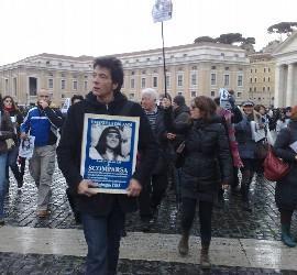 Manifestación pro Orlandi en el San pedro del Vaticano