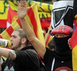 Jóvenes de extrema derecha.