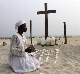 Nigeria reza a sus muertos