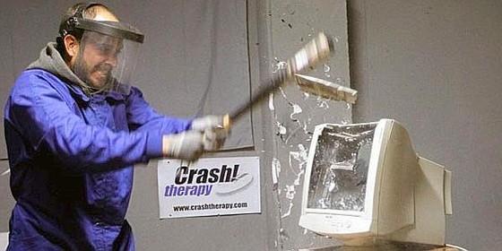 39 crash therapy 39 romper cosas con un bate de b isbol - Romper un plato trae mala suerte ...