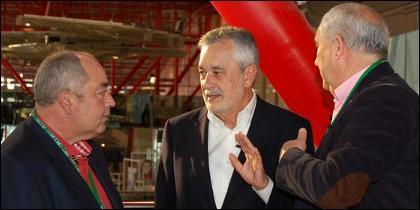 Griñán conversa con Carbonero y Pastrana