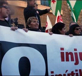 Manifestantes contra la reforma laboral en Cádiz