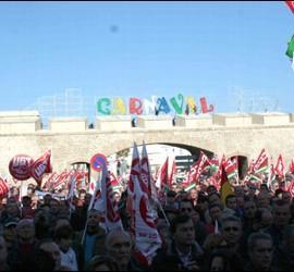 Manifestantes contra la reforma en Cádiz