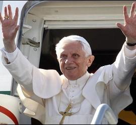 Benedicto XVI a su llegada a México