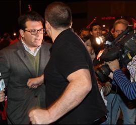 Momento en el que un piquetero pega un puñetazo a José Carlos Rodríguez, de Intereconomía TV.