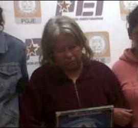 La asesina Silvia Meraz, en el centro, con dos de sus parientes.