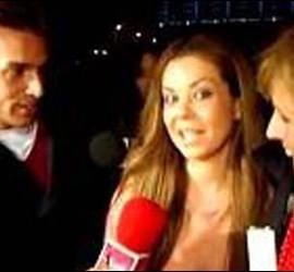 María José Campanario y Mercedes Milá ante un reportero de 'Sálvame'.
