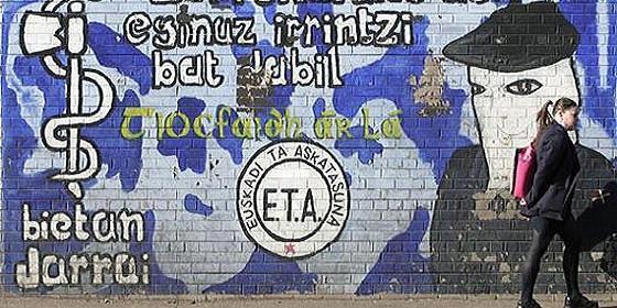 Un mural de los terroristas de ETA en las calles del País Vasco.