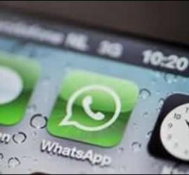 Imagen de un smartphone con WhatsApp.