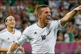 Ozil y Podolski.