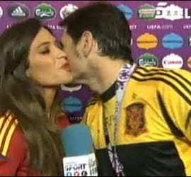 Captura de Telecinco con Sara Carbonero e Iker Casillas.