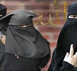 Niqab, burka, velo, mujer e Islam.