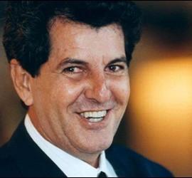 Oswaldo Payá, foto oficial de la recogida del Premio Sajarov en 2002.