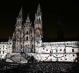 La catedral de Santiago, iluminada