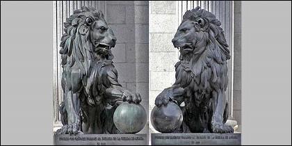 Los leones del Congreso de los Diputados.