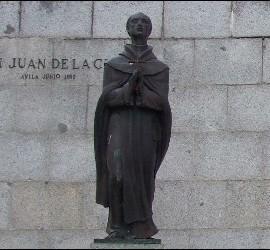 Estatua de San Juan de la Cruz en Fontiveros, Ávila