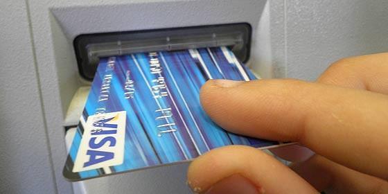 Resultado de imagen de inserta tarjeta de credito en cajero