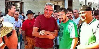 Jordi Evole, 'El Follonero', con iego Cañamero, portavoz del Sindicato Andaluz de Trabajadores (SAT).