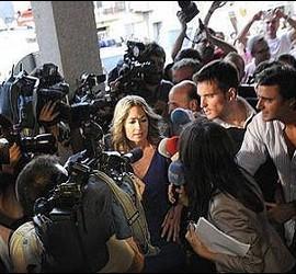 Olvido Hormigos llega al Ayuntamiento de Yébenes.